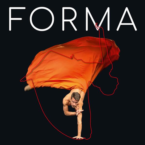 """Ein Tänzer wirbelt im weiten orangefarbenen Rock auf einer Hand stehend durch die Luft, darüber steht der Schriftzur """"FORMA"""" ©  Dorit Schulze"""
